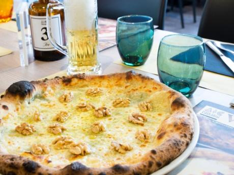 Pizza, 4 formaggi e noci-Ristorante Hotel alla Fonte-Arta Terme-Carnia