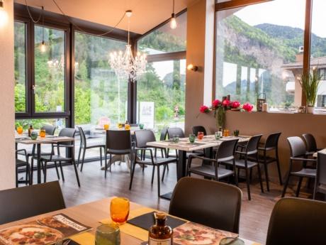 la veranda del ristorante Pizza Grill & Maccaroni ad Arta Terme